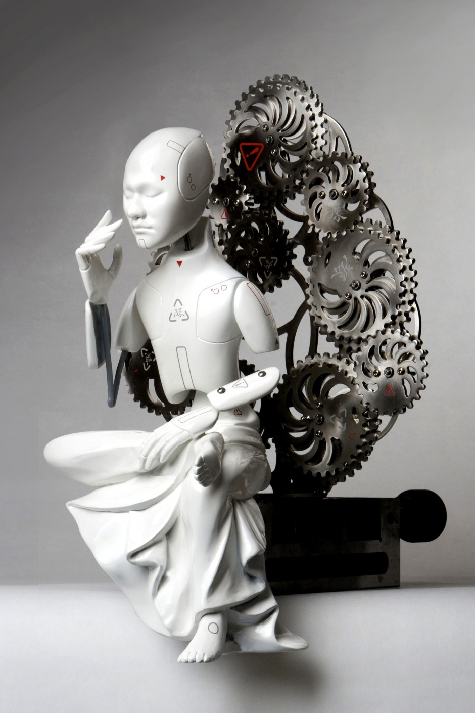 07-buddha_z__urethane, metallic material, machinery, electronic device (CPU board, motor)_size 40(h) x 230(w) x 20(d)cm_2009